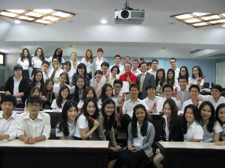 "Mr. Thammasak Jittimaporn, CEO of Green Spot Co., Ltd. was a guest lecturer in ""Current Issues in Marketing"" Class"